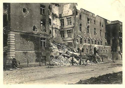 Budynek Wolnej Wszechnicy Polskiej przy ul. Opaczewskiej (ob. Banacha), 1939.